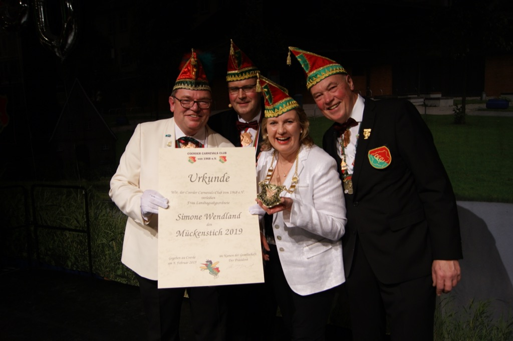(V.l.n.r.): Hofmarschall Matthias Baum, Präsident Robert Erpenstein, Ordensträgerin Simone Wendland und Schatzmeister Albert Holling.