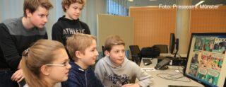 Medienscouts des Gymnasiums St. Mauritz (Foto) absolvierten mit sieben weiteren Schulteams einen Aufbauworkshop zu aktuellen Trends im Medienbereich. Foto: Presseamt Münster.