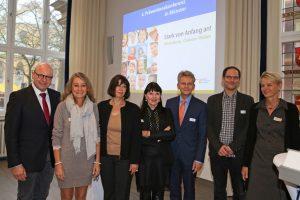 OB Markus Lewe, Jutta Möllers, Prof. Dr. Ute Ziegenhain, Anna Pohl, Thomas Paal, Joscha Kärtner und Brigitte Berghoff (v.l.). Foto: Stadt Münster.