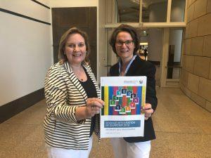 Foto: Simone Wendland MdL (links) und Ministerin Ina Scharrenbach