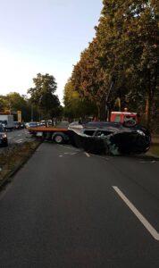 Unfall auf der Grevener Straße - Auto landet auf dem Dach. Foto: Polizei Münster.