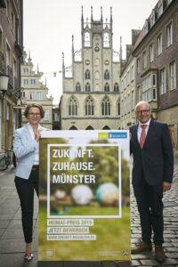 """Heimatministerin Ina Scharrenbach und Oberbürgermeister Markus Lewe laden zum Wettbewerb um den """"Heimat-Preis 2019 Münster"""" ein. - Foto: Presseamt Münster."""